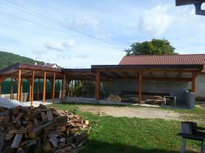 jesen 2012 - zlava pristresok na drevo, zahradny domcek a velka terasa