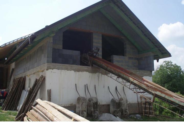 Nad garazou nam vznikli 2 podkrovne izby - pre nase deti :)