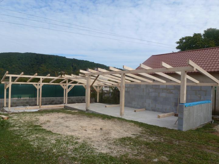 Leto 2012 - pripravena konstrukcia buducich pristreskov