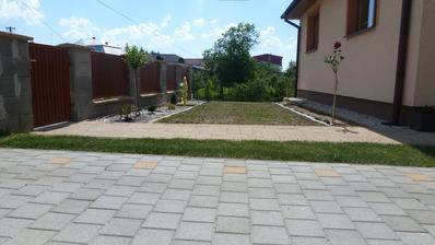 jun - pred domom sme zasiali travu, tak cakame, kym sa plocha zazelena :)