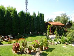 aj my mame za plotom taky skaredy stlpisko :(