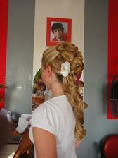 Žeby som si dala aj kvietok do vlasov??? :o)