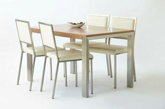 a náš stôl ale so 6 stoličkami