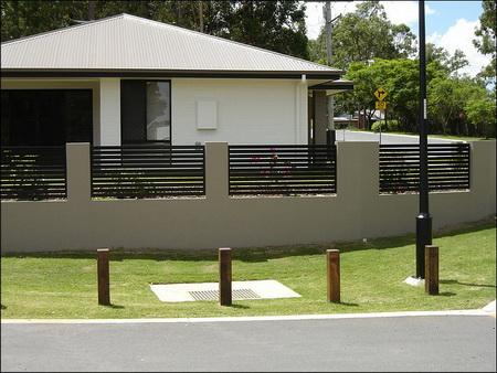 DM House Inspire - takyto plot, výplň bledé drevo. Aký vysoký je asi ten plot?