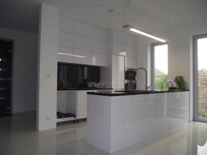 DM House - 1.09.2012 kuchyňa na 80% hotová, najbližší víkend bude na 101% :)