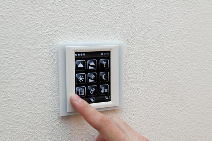 DM House - ovládame celý dom cez dotykový panel na stene