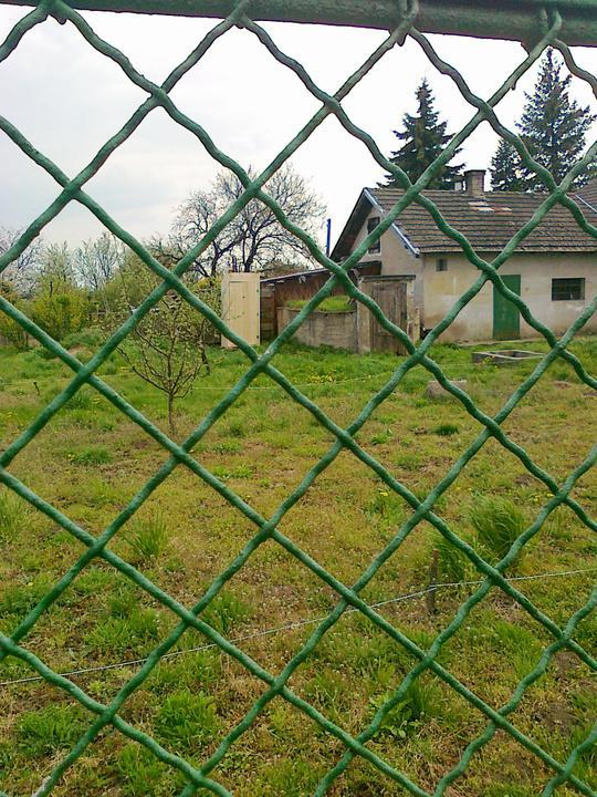DM House - latrinka stoji na mieste