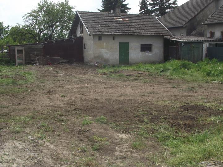 DM House - ... ale nakoniec stroj zvíťazil a pozemok je pripravený