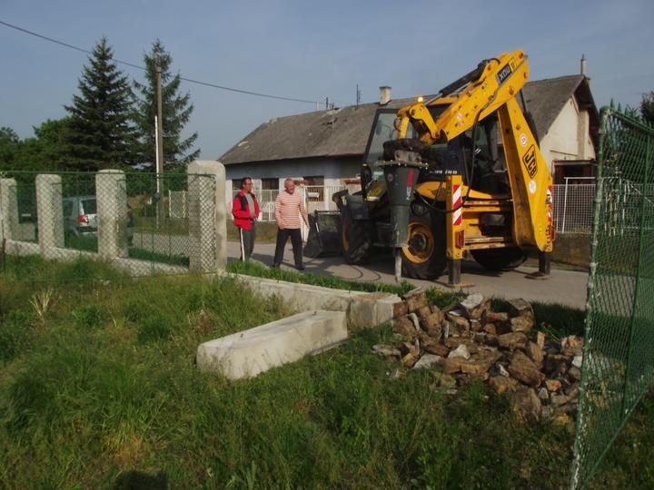 DM House - ... tak plot musí preč :)