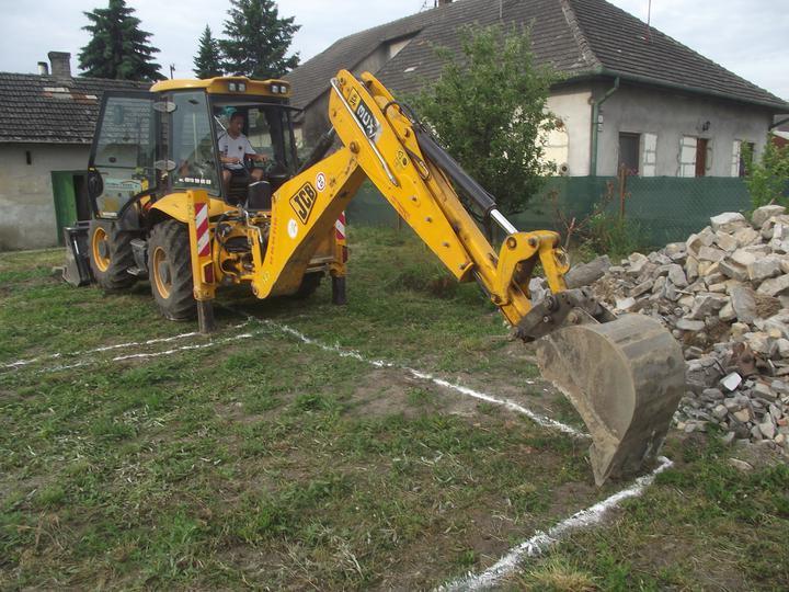 DM House - 04.06.2011 Prvý výkop