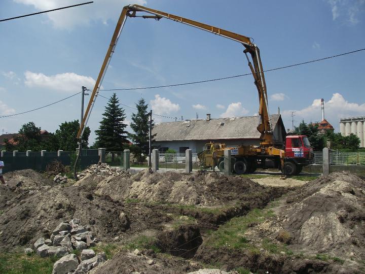 DM House - 13.06.2011 Betonujú sa základové pásy
