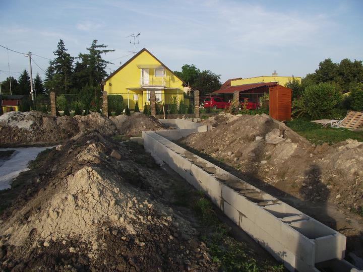 DM House - 17.06.2011 položený prvý rad DT