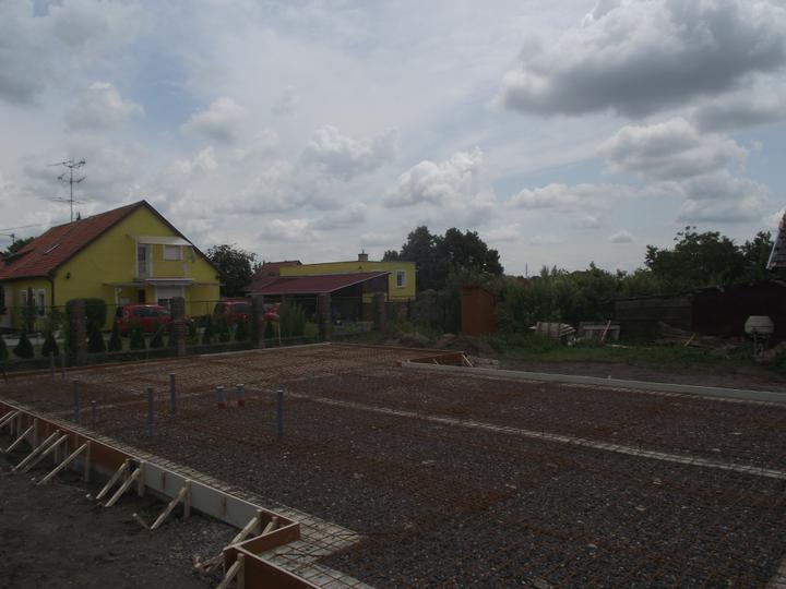 DM House - 2.07.2011 šalung a siete hotový, môže prísť betón