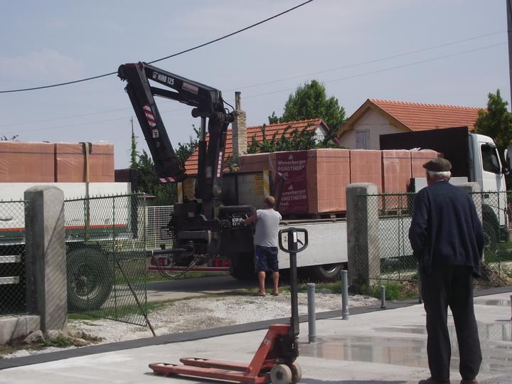 DM House - 15.07.2011 Prišli prvé tehly
