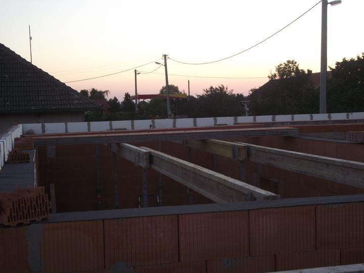 DM House - 16.08.2011 ... a v sobotu sa môže začať ukladať strop