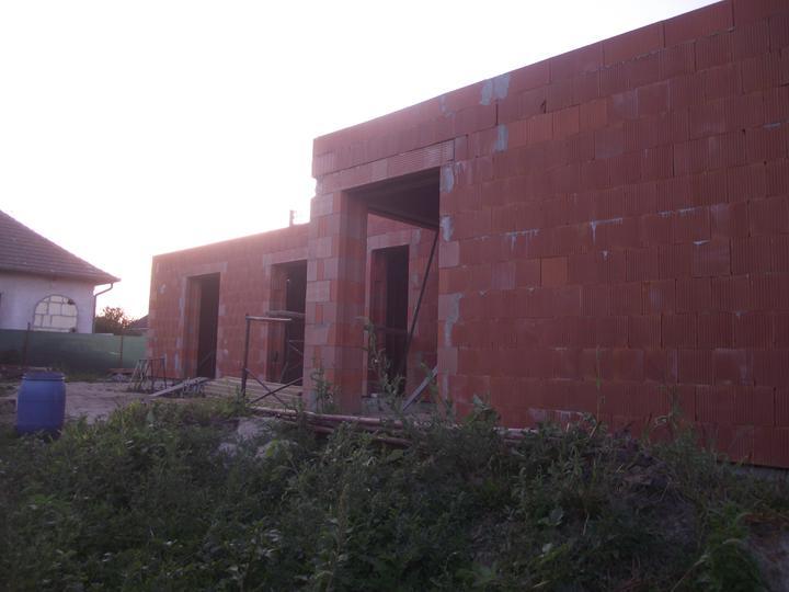DM House - 21.08.2011 aj zo zadu to už vyzerá v pohode