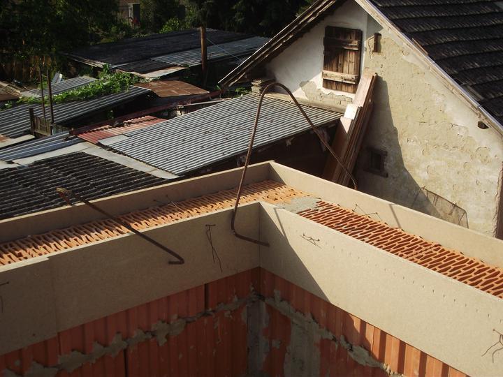 DM House - 15.9.2011 zašalovaná atyka