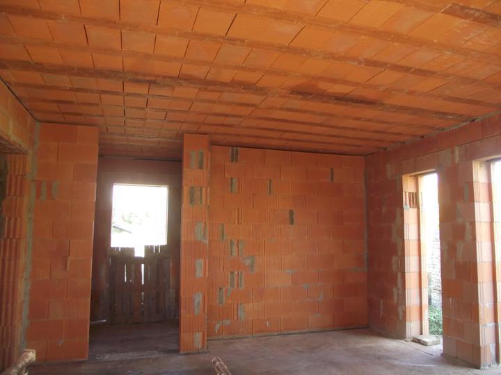 DM House - 9.10.2011 pohľad na budúcu kuchynskú časť