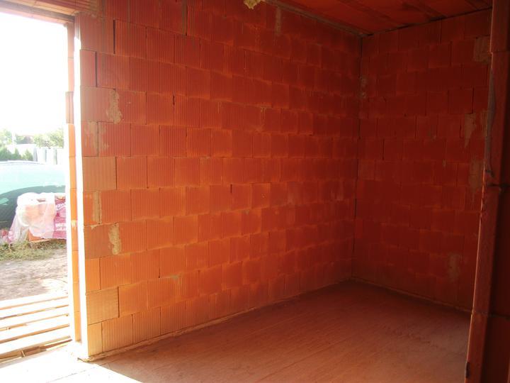 DM House - 9.10.2011 tu bude spálňa - len posteľ a komoda, nič viac
