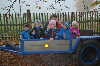 dětičky chtějí projížďku na traktoru