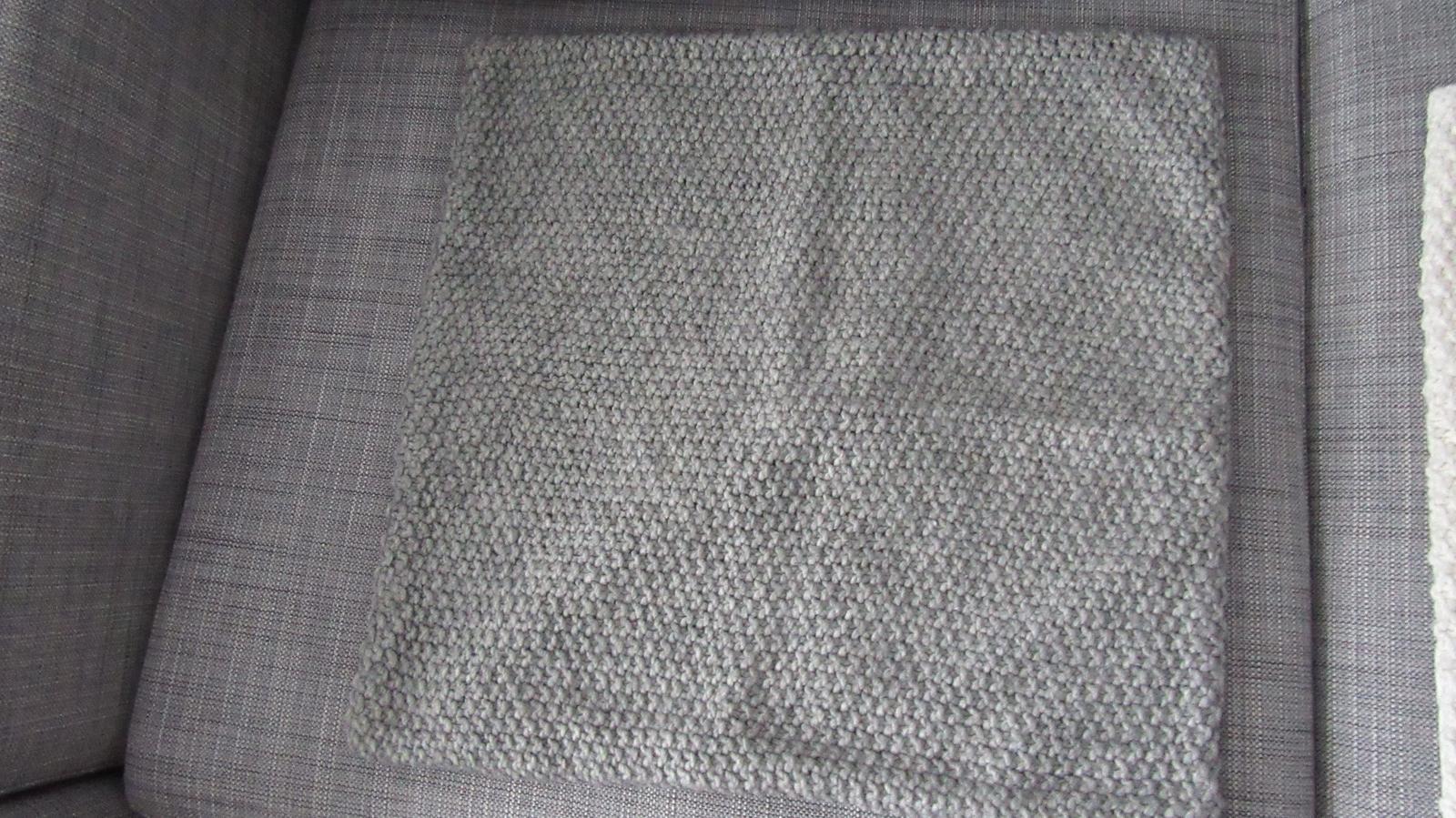 sivá pletená obliečka - Obrázok č. 3