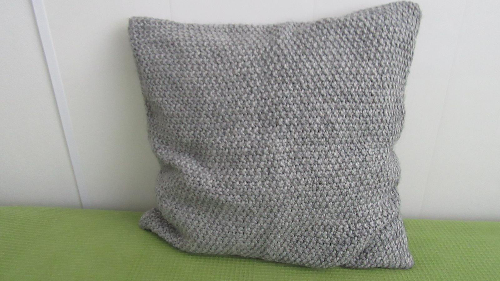 sivá pletená obliečka - Obrázok č. 1