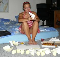 výroba kornoutků :) s pizzou :)