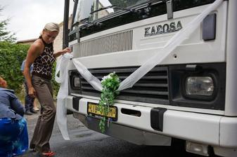 Mařenka zdobí autobus