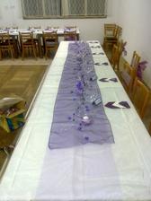 začátek výzdoby stolu pro nás a rodiče
