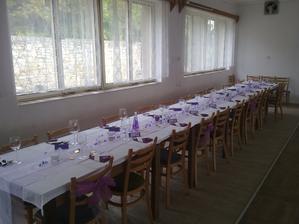 Stůl pro hosty nevěsty =)