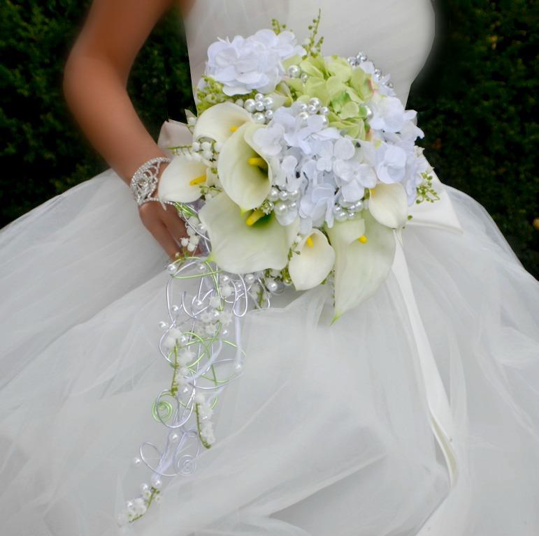 Svatební převislé kytice - Svatební převislé kytice v jemné klasické barevnosti , vhodné k šatům s jednodušší sukní.... objednávat můžete zde http://www.fler.cz/zbozi?ucat=187754 .#svatebnikytice #kytice #svatba #satenovakytice #svatba #kultbizuterie #svatebni