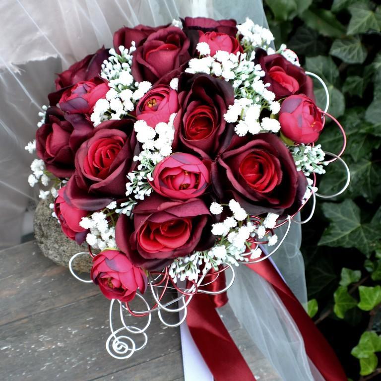 Vínová klasika, kytice z umělých květin - http://www.kultdesign.cz/666design-cz/eshop/32-1-SVATEBNI-KYTICE/0/5/2858-Svatebni-kytice-Bordo-klasik-a-korsaz