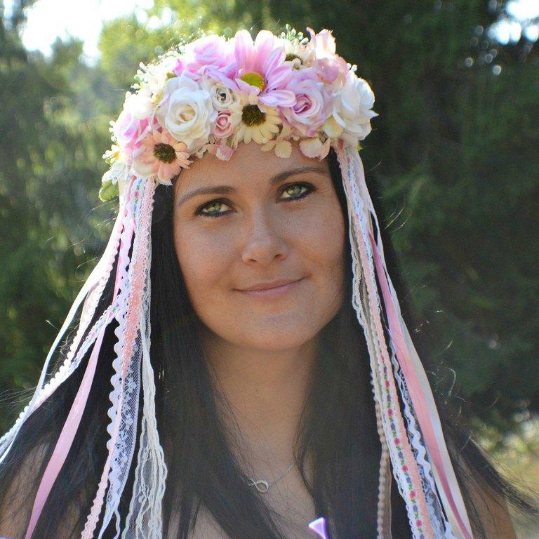 """Folklorní květinové """"party"""" alias bohaté věnečky se stužkami - http://www.kultdesign.cz/666design-cz/eshop/39-1-VENECKY"""