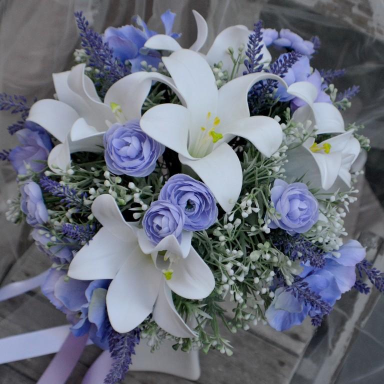 Umělá kytice Lilie s fialovou, momentálně skadem - https://www.kultdesign.cz/666design-cz/eshop/32-1-SVATEBNI-KYTICE/0/5/3090-Svatebni-kytice-Lilie-s-fialovou-a-korsaz