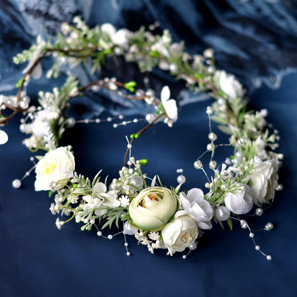 Květinové věnečky z umělých květin - https://www.kultdesign.cz/666design-cz/eshop/39-1-VENECKY