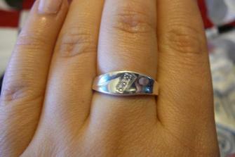 Zásnubní - žádost o ruku ve výšce 1602 m. Nosím prstýnky na prostředníčku, tak i zásnubní, ale snubní už bude na správném místě :)