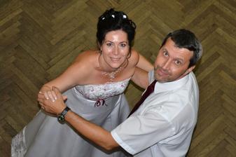 Náš spoločný manželský tanec ostro sledovaný aj zhora. :)