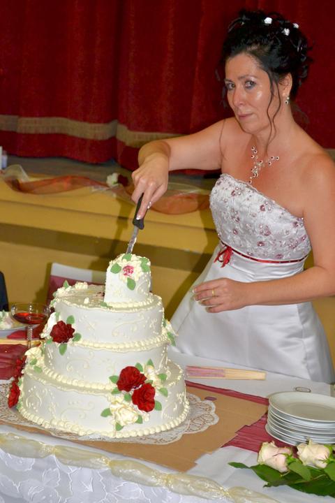 ..krájanie svadobnej torty..