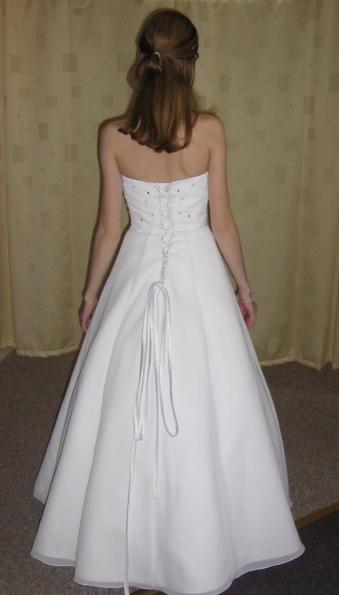 Před svatbou :) - moje šatičky zezadu