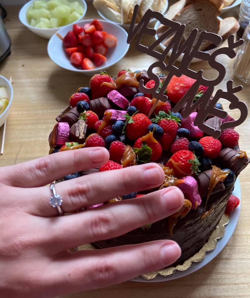 Moje žádost krásné a romantické gesto a taky odvážné požádat mě o ruku před mojí rodinou na oslavě. :) - Obrázek č. 1