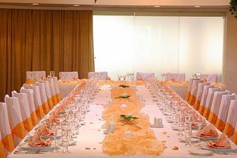 Vypadá to asi na oranžovo bílou svatbu:-)
