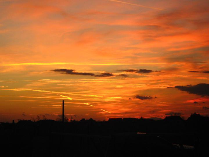 Raz to bude krásny domov... - opat sme mali moznost vidiet krasny zapad slnka