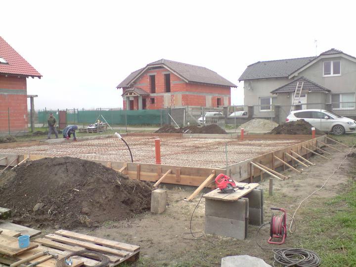 Raz to bude krásny domov... - Stavebny boom na nasej ulici