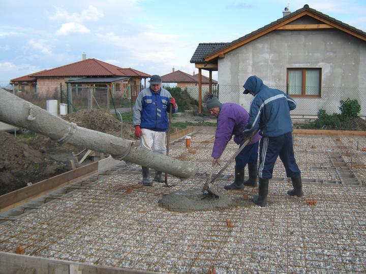 Raz to bude krásny domov... - 24/11/2010 - betonujeme zakladovu dosku
