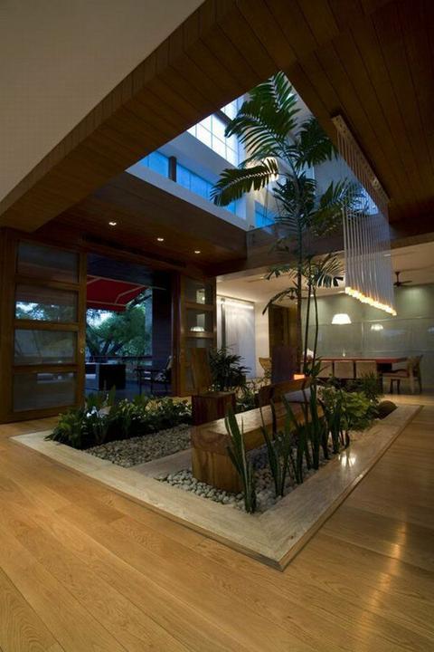 Zaujímavé interiéry z celého sveta - zahrada v dome, preco nie? :)