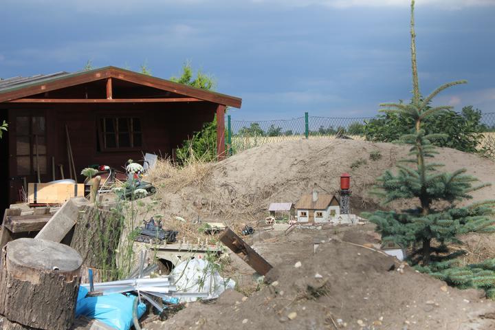 Raz to bude krásny domov... - susedova zabavka - tanky a mestecko na nicenie :)
