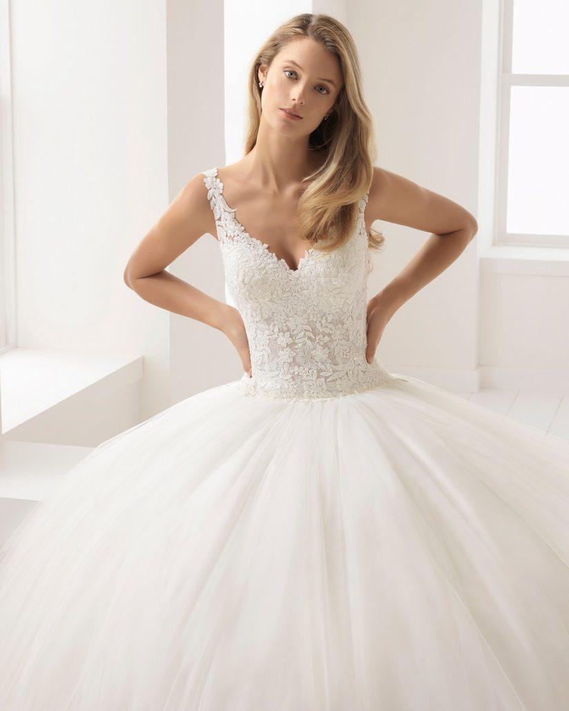 Príďte si k nám vybrať svoje dokonalé svadobné šaty. Na fotke model Aire Barcelona ♥ Batista ♥ už čoskoro u nás ! - Obrázok č. 1