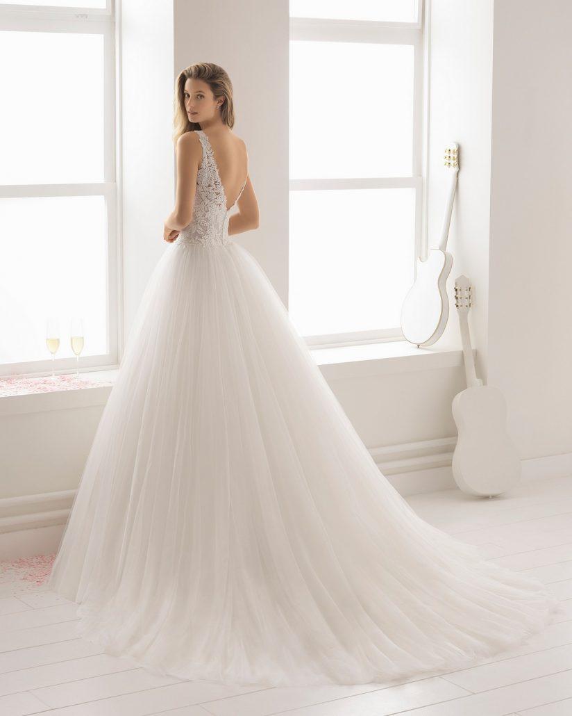 Príďte si k nám vybrať svoje dokonalé svadobné šaty. Na fotke model Aire Barcelona ♥ Batista ♥ už čoskoro u nás ! - Obrázok č. 2