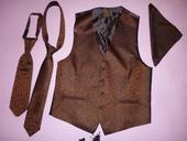 hnedá vesta s doplnkami , 46