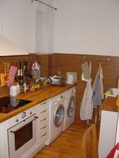 Pokračovanie kuchyne. Do kuchyne sme umiestnili aj pračku a sušičku.
